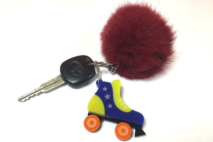 Roller Derby keyring gift can be personalised with an engraved message.