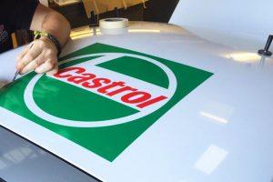 Apllying Castrol vinyl graphics sega rally car